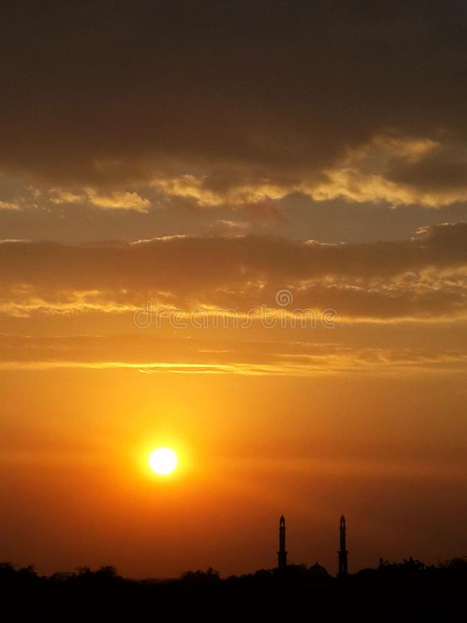 Schattenbildmoschee während des Sonnenuntergangs lizenzfreies stockbild
