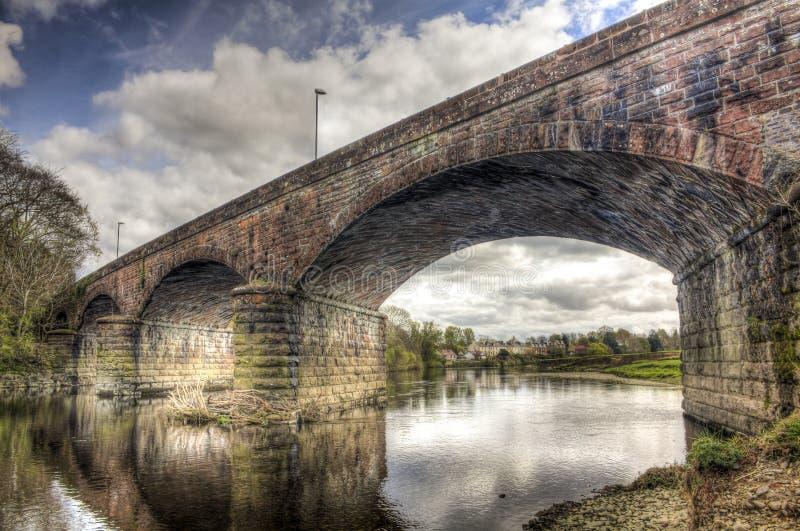 Schauen durch Nith-Viadukt HDR stockfotos