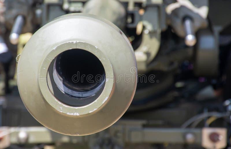 Schauen hinunter das Fass des großen Gewehrs lizenzfreie stockfotografie