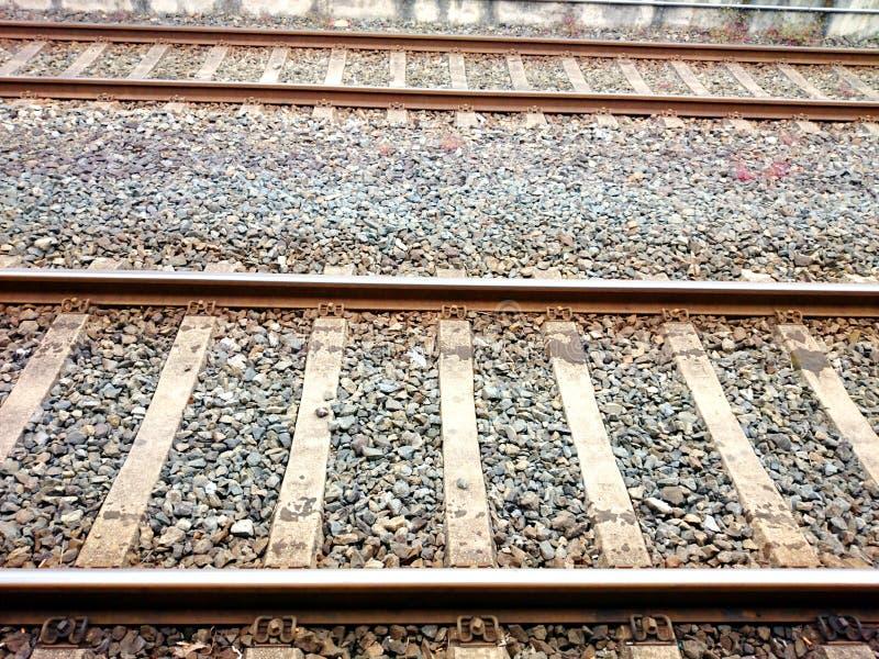 Schauen hinunter die Bahngleise stockfotos