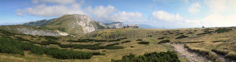 Schauen Sie von Heukuppe zum Norden in den Rax Alpen lizenzfreie stockbilder