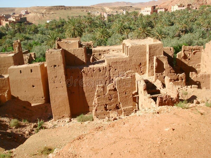 Schauen unten auf den Ruinen unten lizenzfreies stockfoto