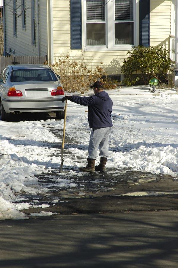 Schaufeln des Schnees stockfotografie