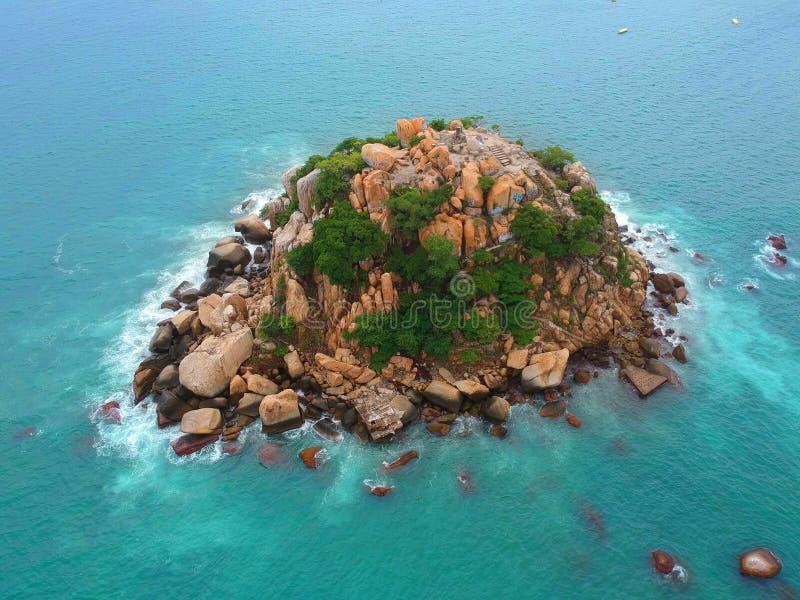 Schaukeln Sie Insel von oben genanntem im Pazifischen Ozean nahe Acapulco, Mexiko stockfotografie