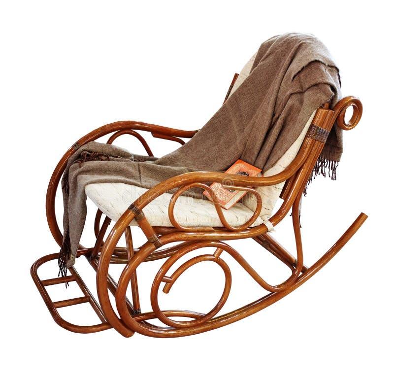 Schaukeln-Stuhl mit Wolldecke und Buch lizenzfreies stockbild