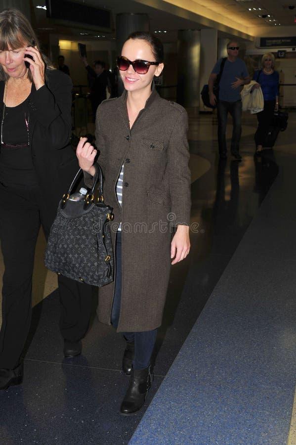 Schauspielerin Christina Ricci am LOCKEREN Flughafen. lizenzfreies stockfoto