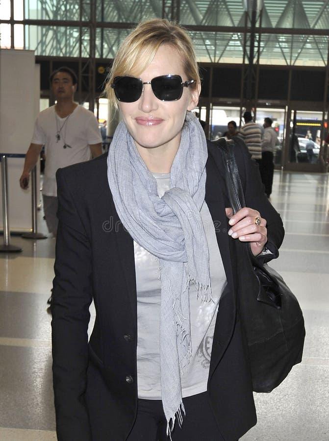 Schauspielerin Kate Winslett am LOCKEREN Flughafen lizenzfreie stockfotografie