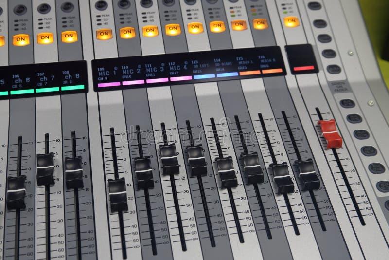 Scheda audio di Digital utilizzata per mescolare audio fotografia stock