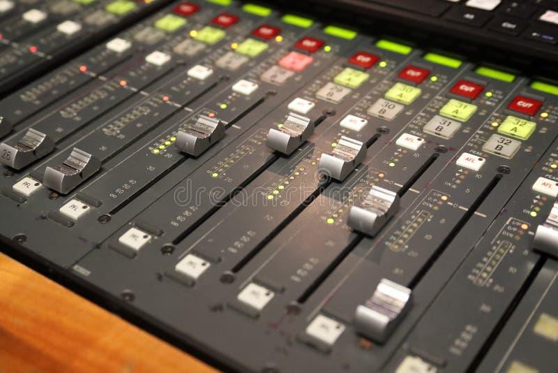 Scheda audio di Digital utilizzata per mescolare suono fotografia stock libera da diritti