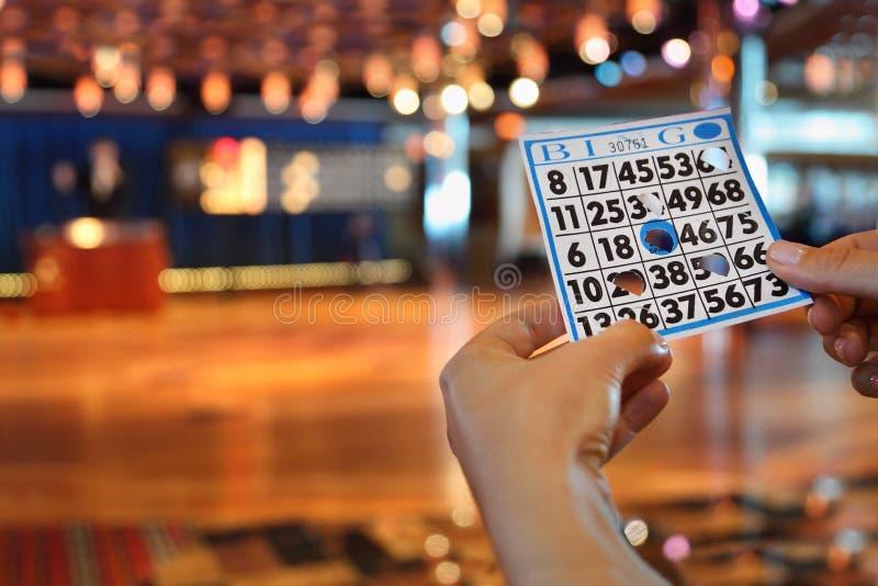 Scheda di bingo della stretta delle mani con i fori immagini stock libere da diritti