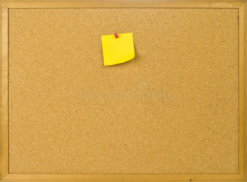 Scheda di invio del sughero con la nota in bianco fotografia stock libera da diritti
