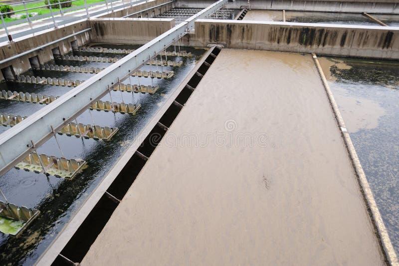 Scheda di raschio del fango della vasca di sedimentazione immagine stock
