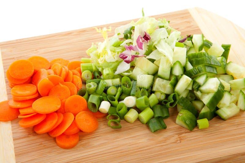 Scheda di taglio con le verdure fotografia stock