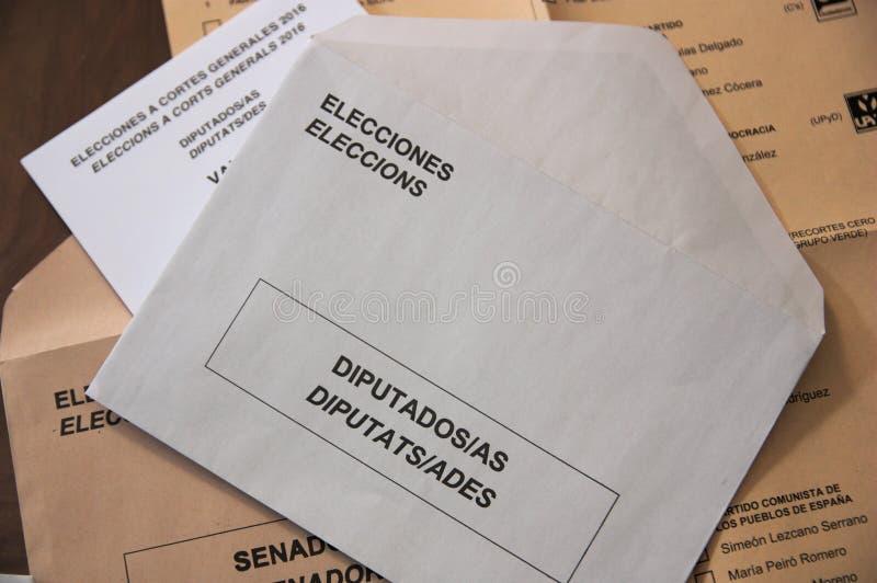 Schede elettorali e buste elettorali per le elezioni al congresso spagnolo immagine stock libera da diritti