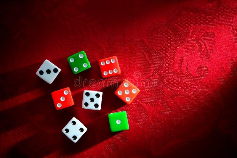 Scheißt Würfel für Schießen-spielendes Spiel lizenzfreie stockbilder