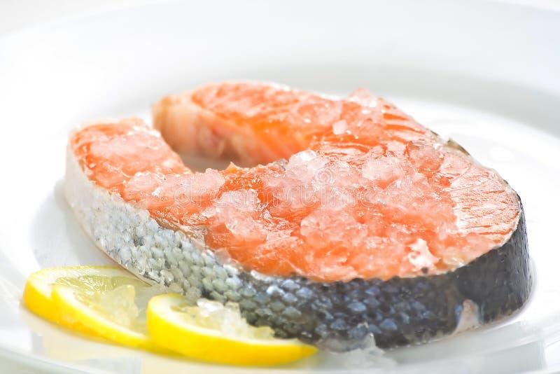 Scheibe der frischen Lachse und gesundes lizenzfreies stockbild