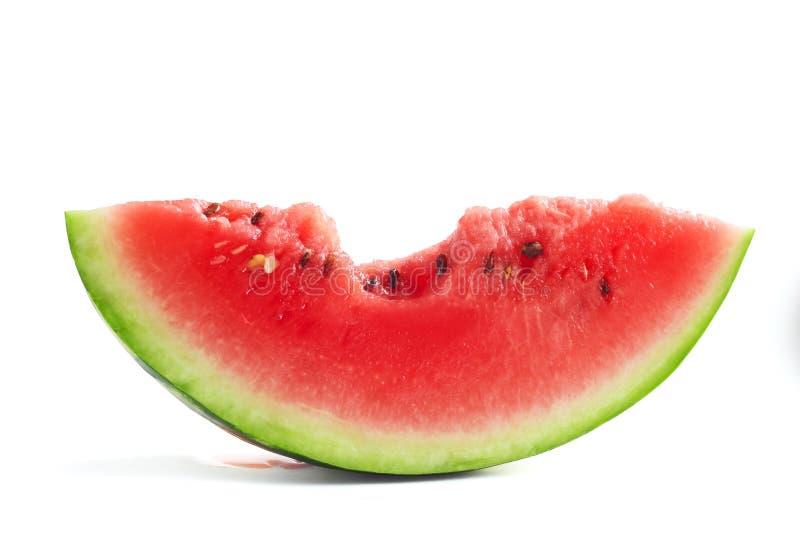 Scheibe der gebissenen Wassermelone stockfotos