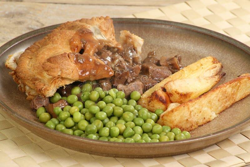 Fleischtorte und -gemüse lizenzfreies stockfoto