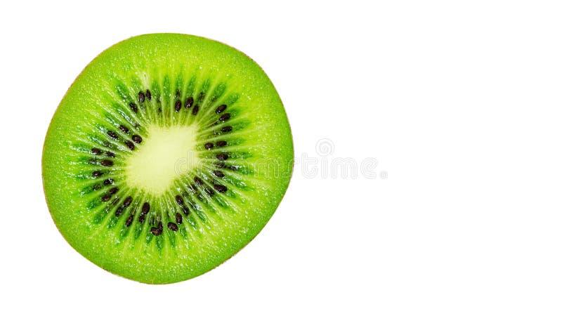 Scheibe der saftigen köstlichen und gesunden reifen Kiwi, lokalisiert auf weißem Hintergrund, Kopienraum, Schablone lizenzfreie stockfotos