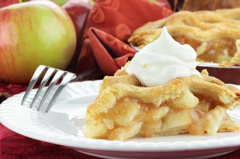 Scheibe des Apfelkuchens stockbilder