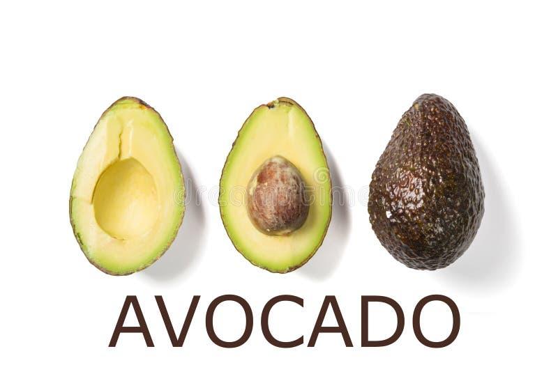 Scheiben der Avocado auf weißem Hintergrund Ganzes und Hälfte mit Blättern Gestaltungselement für Produktaufkleber vektor abbildung
