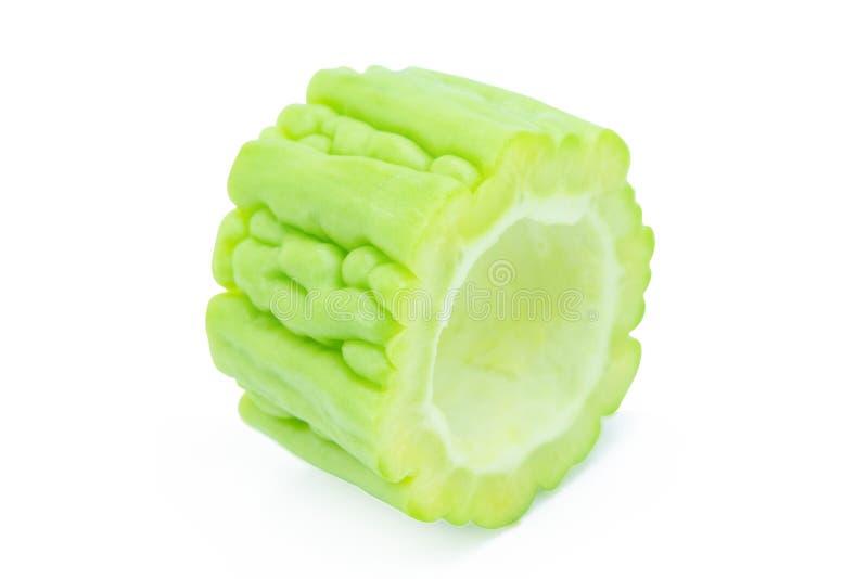 Scheiben der bitteren Melone lokalisiert auf weißem Hintergrund mit Beschneidungspfad lizenzfreie stockfotografie