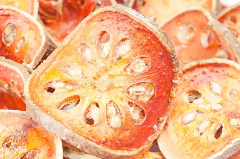 Scheiben der getrockneten bael Frucht stockfotografie