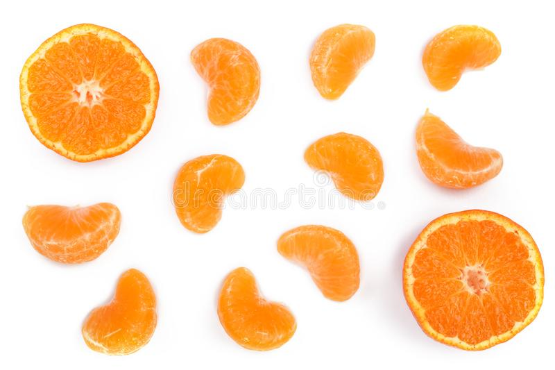 Scheiben der Mandarine oder der Tangerine mit den Blättern lokalisiert auf weißem Hintergrund Flache Lage, Draufsicht Lokalisiert lizenzfreie stockfotos