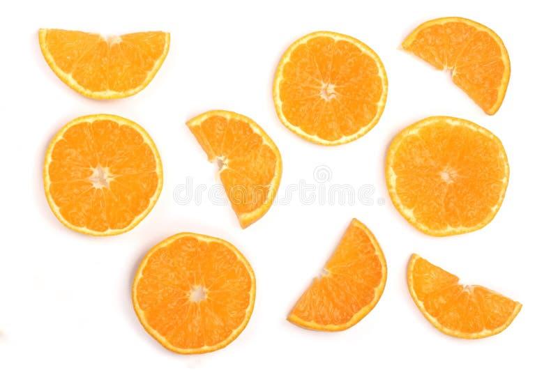Scheiben der Orange oder der Tangerine lokalisiert auf weißem Hintergrund mit Kopienraum für Ihren Text Flache Lage, Draufsicht stockfoto