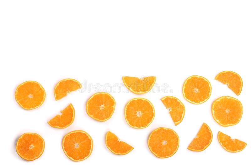 Scheiben der Orange oder der Tangerine lokalisiert auf weißem Hintergrund mit Kopienraum für Ihren Text Flache Lage, Draufsicht lizenzfreie stockfotos
