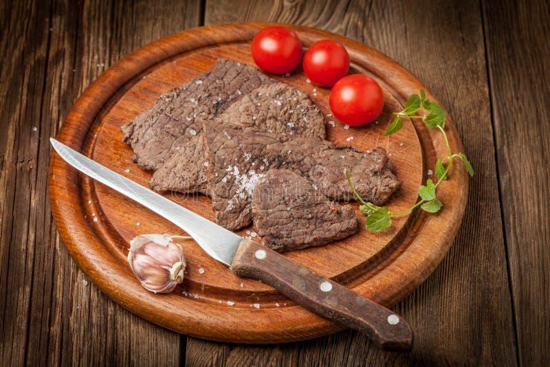 Scheiben des gebratenen Rindfleisches lizenzfreies stockbild