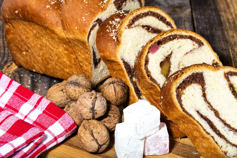 Scheiben des rumänischen Schwammkuchens, Bündel stockbilder