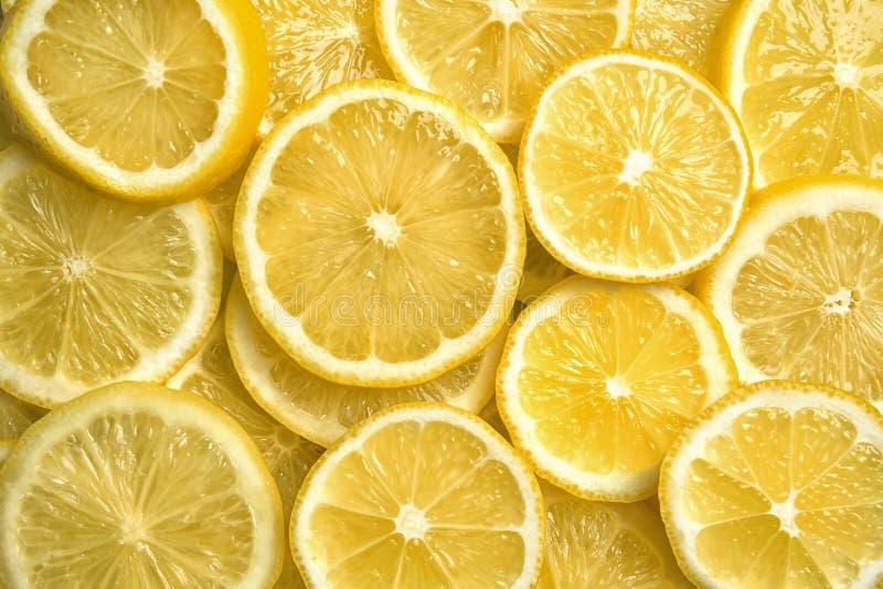 Scheiben von frischen saftigen Zitronen lizenzfreie stockfotos