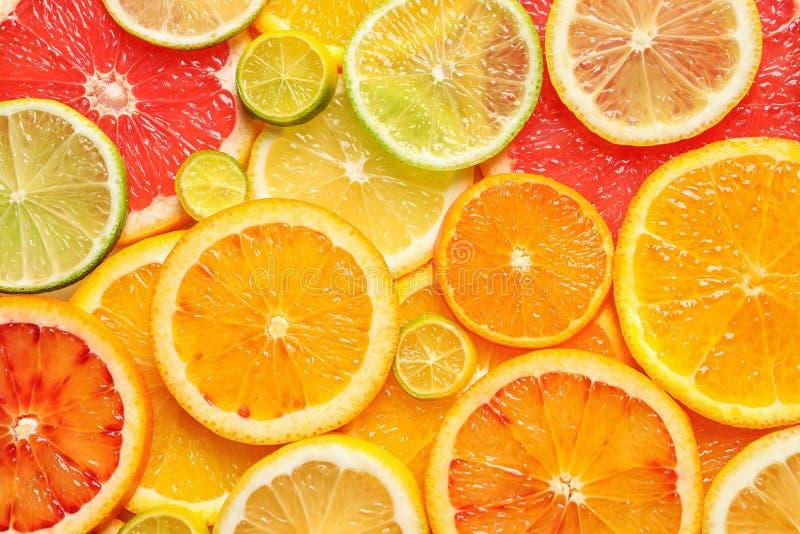 Scheiben von frischen Zitrusfrüchten als Hintergrund lizenzfreie stockbilder