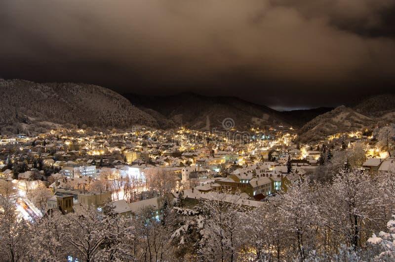 Scheidistrict op een koude de winternacht royalty-vrije stock afbeelding