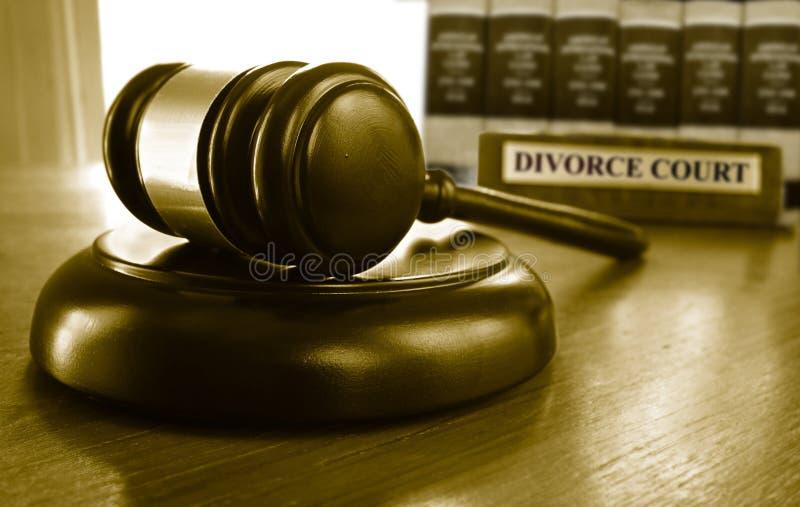 Scheidungsgericht und Hammer lizenzfreie stockfotos