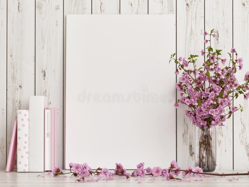 Scheinbares hohes Plakat mit rosafarbener Blumendekoration auf weißem Bretterboden lizenzfreies stockbild