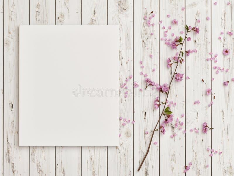 Scheinbares hohes Plakat mit rosafarbener Blumendekoration auf weißem Bretterboden stockfotografie