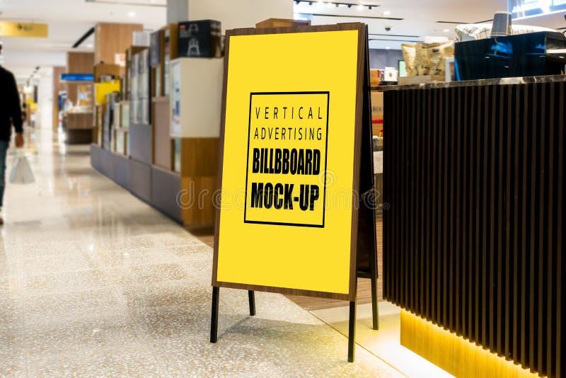 Scheinoben annoncieren Anschlagtafel auf Zeltstand stockfotografie