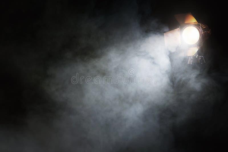 Scheinwerfer auf dem leeren Stadium stockfoto