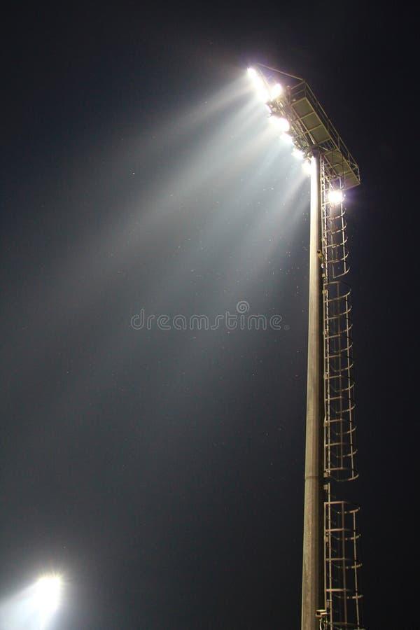 Scheinwerfer des Fußballstadions lizenzfreie stockbilder