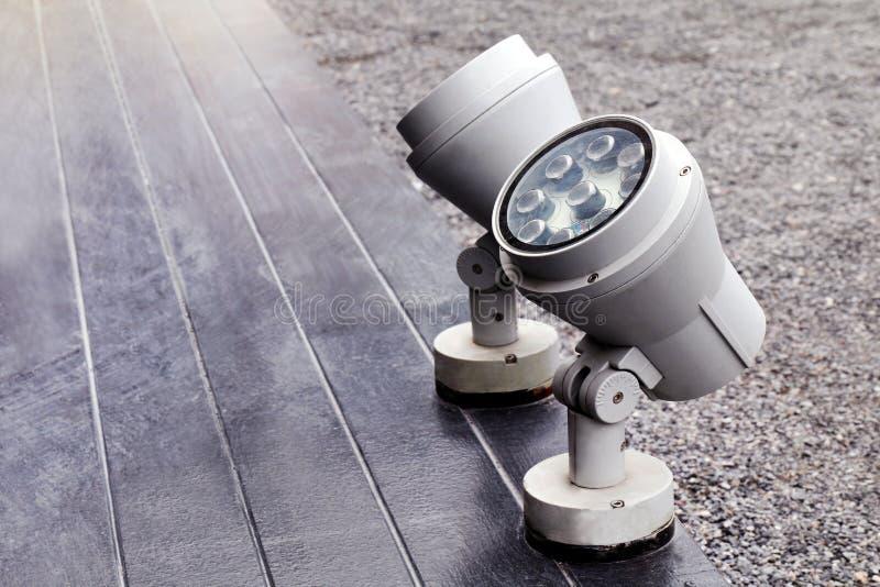 Scheinwerfer, Scheinwerfer im Freien auf Bodenstadium, Scheinwerfer des Bodens, Licht auf dem Boden stockfotografie