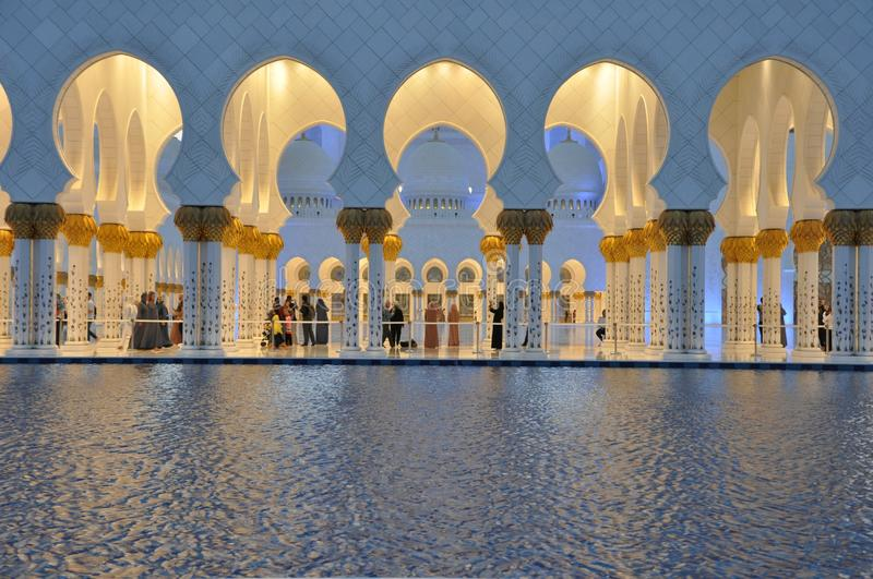 Schejk Zayed Grand Mosque i Abu Dhabi royaltyfria bilder