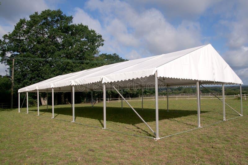 Scheletro di una tenda foranea di evento fotografia stock libera da diritti