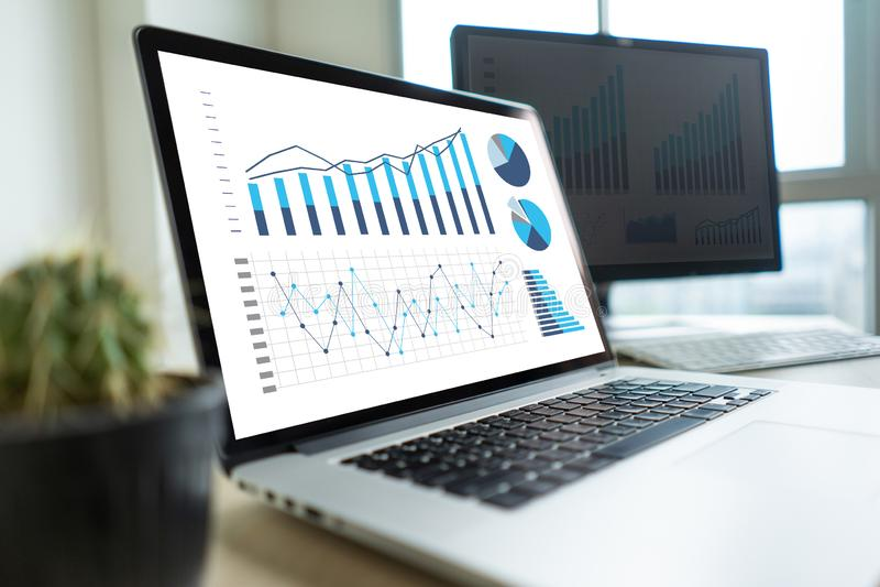 schema för diagram för arbete för affärsman eller planera den finansiella rapporten da royaltyfri fotografi
