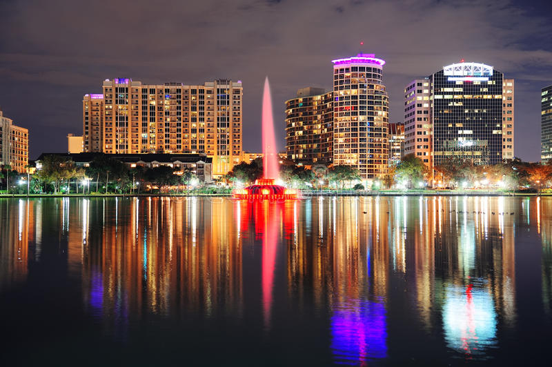 Schemer de van de binnenstad van Orlando stock foto's