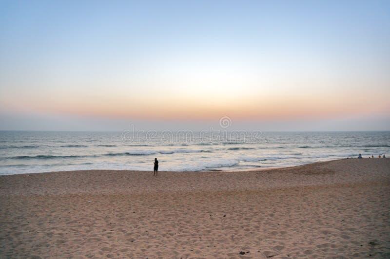 Schemer die van een mooi strand in Gujarat India wordt geschoten royalty-vrije stock afbeeldingen