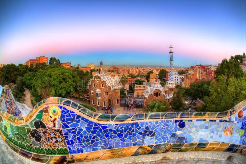 Schemer over Park Guell, Barcelona, Spanje royalty-vrije stock foto's
