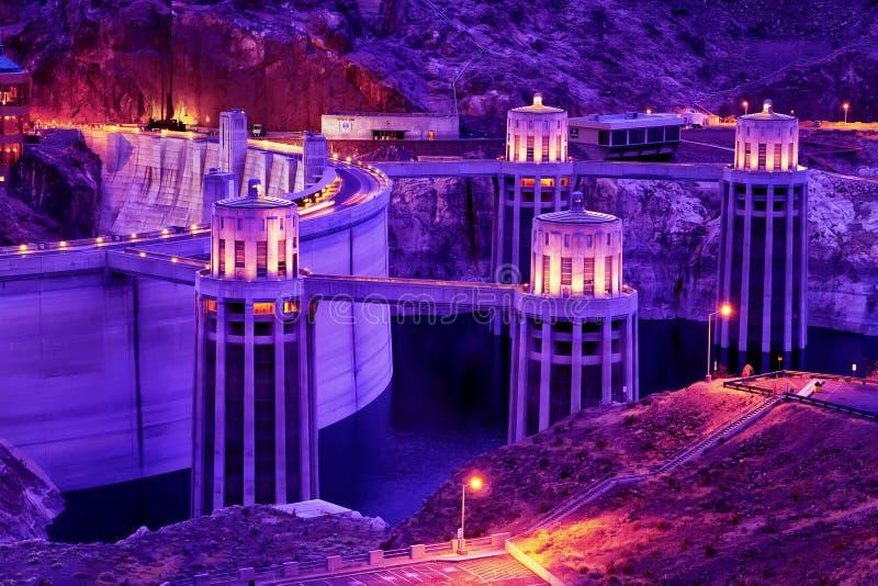 Schemering bij de Hoover-Dam, Grens Arizona-Nevada stock afbeelding