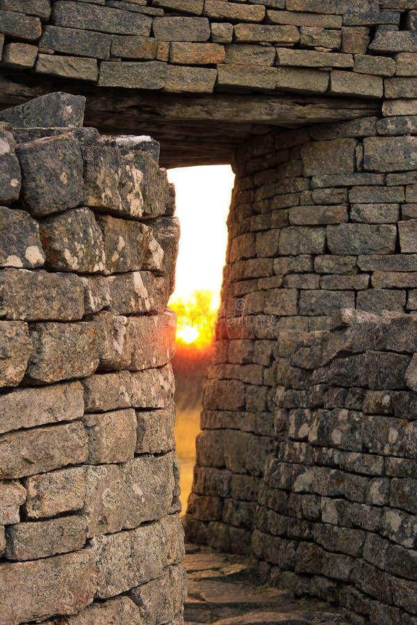 Schemering bij de ruïnes van Zimbabwe stock afbeeldingen